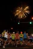 Début haut de Lit de feux d'artifice de Honolulu 2009 Maratho Images stock