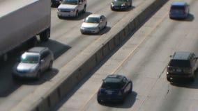 Décalage d'inclinaison de circulation dense à Los Angeles banque de vidéos