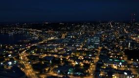 Décalage d'inclinaison de nuit de laps de temps de circulation urbaine de Seattle banque de vidéos