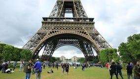 Décalage d'inclinaison de Tour Eiffel banque de vidéos