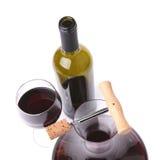 Décanteur, bouteille et verre avec la vue supérieure de vin rouge Photos stock