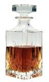 Décanteur de whiskey à moitié plein avec l'esprit Photos stock