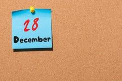 28 décembre Jour 28 du mois, calendrier sur le panneau d'affichage de liège Nouvelle année au concept de travail L'espace vide po Images libres de droits