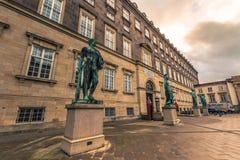 5 décembre 2016 : Les statues à la place de Bertel Thorvaldsens font face dedans Images libres de droits