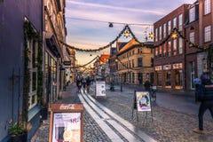 4 décembre 2016 : Lumières de Noël à la rue principale de Roskil Photographie stock libre de droits
