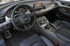 2 décembre 2015 Odessa, Ukraine Salon Audi S8 image stock