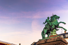 2 décembre 2016 : Statue d'un chevalier médiéval dans Copenh central Images stock