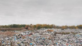 Décharge de déchets ity de ¡ de Ð, pollution environnementale due au manque de technologie du recyclage banque de vidéos