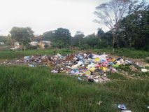 Décharge informelle dans une banlieue de Santo Domingo image libre de droits