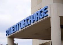 Décharge patiente à un hôpital photographie stock libre de droits