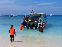 Déchargement de bateau d'excursion Photographie stock libre de droits