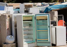 Déchets dangereux - réfrigérateurs cassés Photo libre de droits