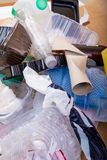 Déchets en plastique de ménage image libre de droits