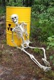 Déchets radioactifs et squelette Photographie stock