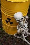 Déchets radioactifs et squelette Photographie stock libre de droits