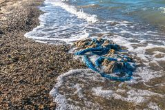 déchets sur la plage photos stock
