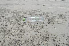 Déchets sur le sable Image libre de droits