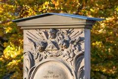 DÉCHIRURE historique de pierre tombale image libre de droits