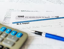 Déclaration d'impôt des Etats-Unis 1040 pendant l'année 2012 avec le contrôle Image stock