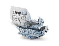 Déclaration d'impôt chiffonnée photo stock