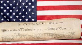 Déclaration d'indépendance le 4 juillet 1776 sur le drapeau des Etats-Unis Photo libre de droits