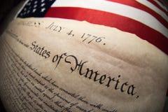 Déclaration d'indépendance le 4 juillet 1776 sur le drapeau des Etats-Unis Image libre de droits