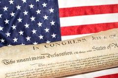 Déclaration d'indépendance le 4 juillet 1776 sur le drapeau des Etats-Unis Photo stock
