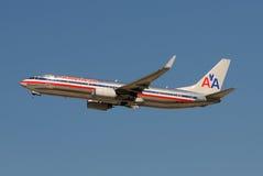 Décollage d'avion à réaction d'American Airlines Images libres de droits