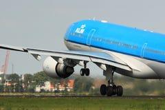 Décollage de KLM A330 image libre de droits