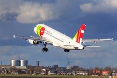 Décollage de TAP Portugal Airbus A319 Photo stock