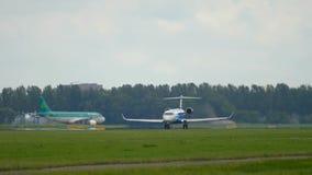 Décollage du bombardier CRJ-900 de SORT banque de vidéos