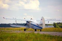Décollage du vieil avion russe Image libre de droits