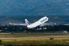 Décollage plat de Boeing 747 Image stock