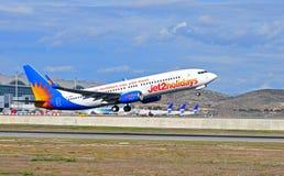 Décollage plat des vacances Jet2 de l'aéroport d'Alicante Image libre de droits