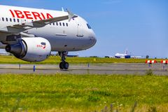 Décollez sur l'aéroport de Vaclav Havel, Prague, la cargaison B de China Airlines photographie stock