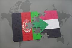 déconcertez avec le drapeau national de l'Afghanistan et du Soudan sur un fond de carte du monde Photo libre de droits