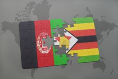 déconcertez avec le drapeau national de l'Afghanistan et du Zimbabwe sur un fond de carte du monde Images libres de droits