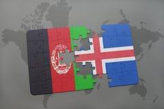 déconcertez avec le drapeau national de l'Afghanistan et de l'Islande sur un fond de carte du monde Photos libres de droits