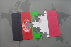 déconcertez avec le drapeau national de l'Afghanistan et de la Malte sur un fond de carte du monde Photos stock