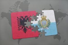 déconcertez avec le drapeau national de l'Albanie et du Saint-Marin sur un fond de carte du monde Image stock
