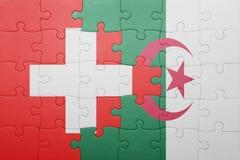 déconcertez avec le drapeau national de l'Algérie et de la Suisse Photo libre de droits