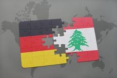 déconcertez avec le drapeau national de l'Allemagne et du Liban sur un fond de carte du monde Photo libre de droits
