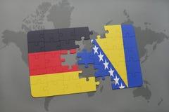 déconcertez avec le drapeau national de l'Allemagne et de la Bosnie-Herzégovine sur un fond de carte du monde Photographie stock libre de droits