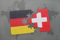déconcertez avec le drapeau national de l'Allemagne et de la Suisse sur un fond de carte du monde Images libres de droits