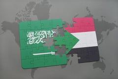 déconcertez avec le drapeau national de l'Arabie Saoudite et du Soudan sur un fond de carte du monde Photographie stock