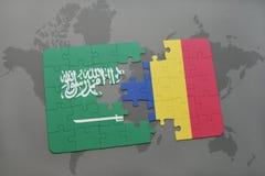 déconcertez avec le drapeau national de l'Arabie Saoudite et de la Roumanie sur un fond de carte du monde Photos libres de droits