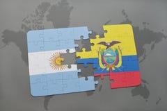 déconcertez avec le drapeau national de l'Argentine et de l'Equateur sur un fond de carte du monde Photos libres de droits