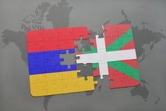 déconcertez avec le drapeau national de l'Arménie et du pays Basque sur un fond de carte du monde Images libres de droits