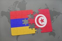 déconcertez avec le drapeau national de l'Arménie et de la Tunisie sur une carte du monde Photo stock