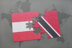 déconcertez avec le drapeau national de l'Autriche et des Trinité-et-Tabago sur un fond de carte du monde Images libres de droits